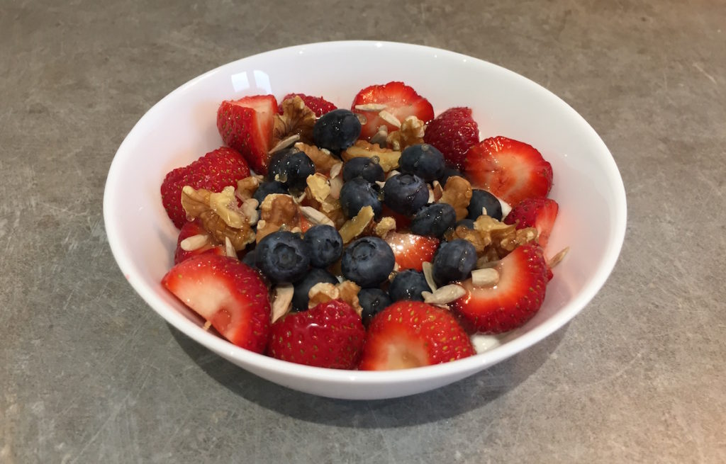 skyr with strawberries and blueberries