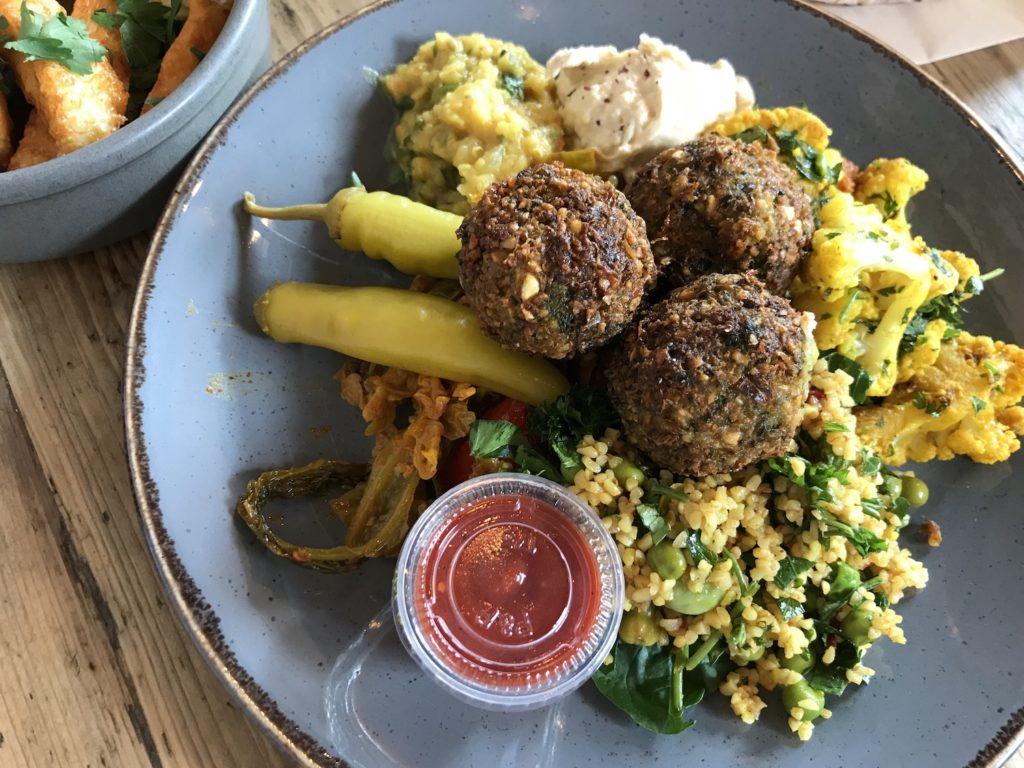 papa-ganoush-falafel-salad